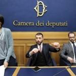 I deputati del M5S Mara Mucci, Walter Rizzetto e Marco Baldassarre durante la conferenza stampa alla Camera dei Deputati a Roma, 27 gennaio 2015. ANSA/RICCARDO ANTIMIANI