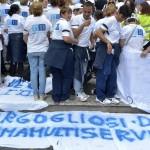 Foto Daniele Leone / LaPresse 17-06-2014 Roma, ItaliaCronaca Protesta della Romana multiservizi contro il licenziamento dei lavoratori, Campidoglionella foto: momenti della protesta