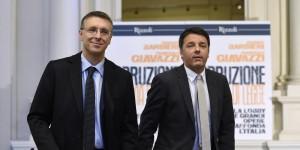 Il presidente dell'Autorità anticorruzione (Anac), Raffaele Cantone e il premier Matteo Renzi durante la presentazione del libro 'Corruzione a norma di Legge', Roma 14 Gennaio 2015. ANSA / LUIGI MISTRULLI